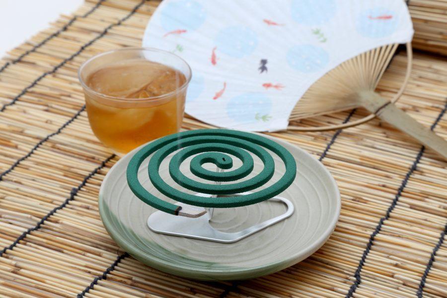 蚊取り線香と麦茶