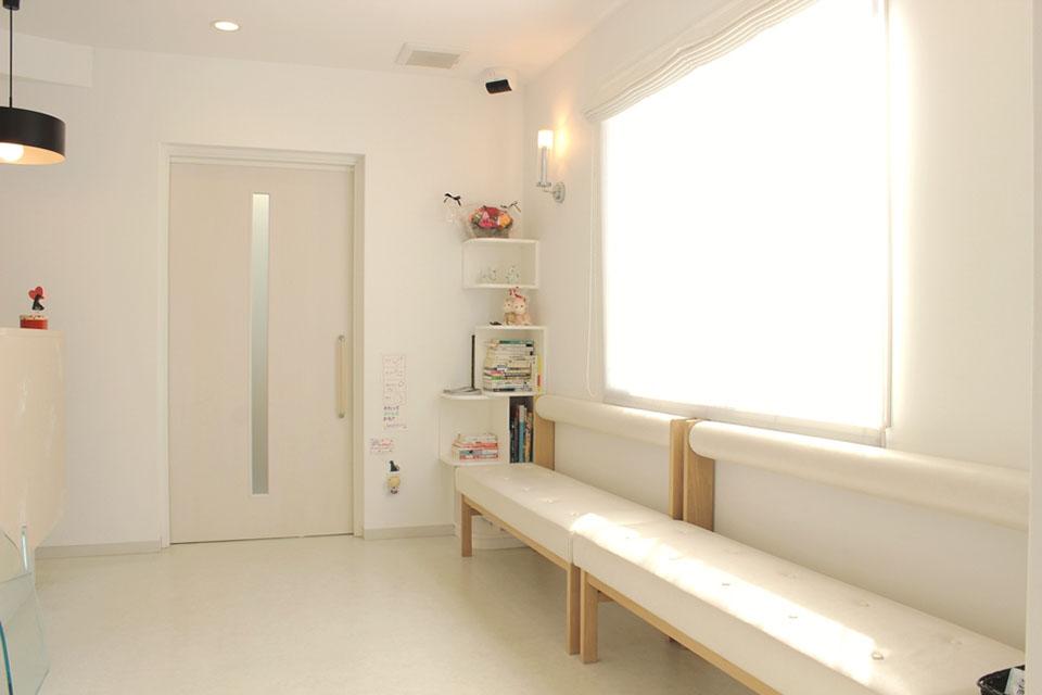 美浜どうぶつ病院待合室写真